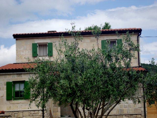 Villa Verde - Posedarje, rustikale Villa für einen angenehmen Urlaub (4+1)