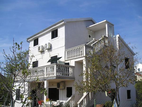 Apartments Mario Pakoštane AP1 (4 +2)