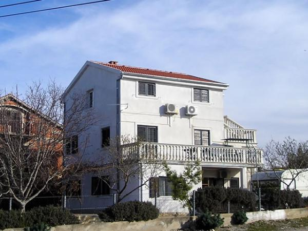Apartments Mario Pakoštane AP3 (2+2)
