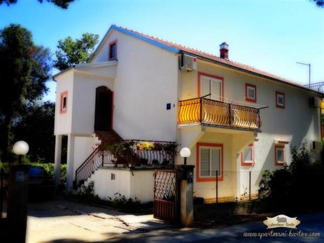 Apartments  Kurt - Pakostane A5 (5+0)