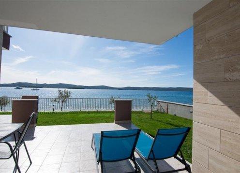 Apartmani Villa Marija II - Biograd A1 (4+2) 14669-A1 on the beach