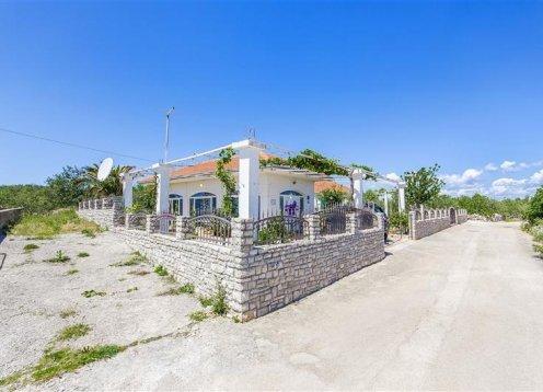 Kuća za odmor Mladen - Grohote - Rogač - otok Šolta (2+2) 44771-K1