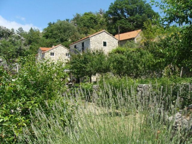 Kamena kuća  -  Raljevići (5+1)