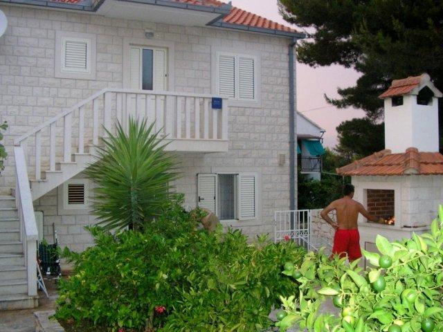 Apartmani Mirca - otok Brač AP2 (5+1)
