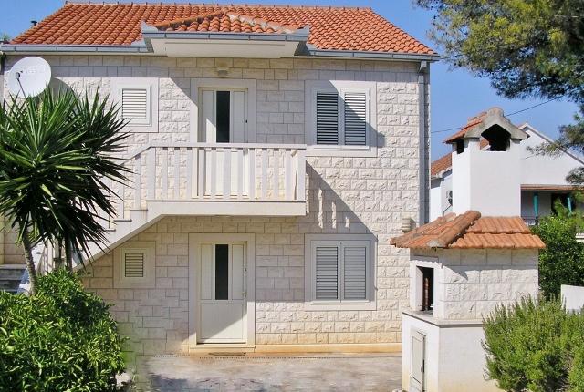 Apartmani Mirca - otok Brač AP1 (5+1)