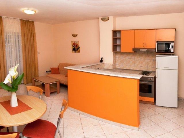 Apartmani Komarna - Narančasti (2+2)