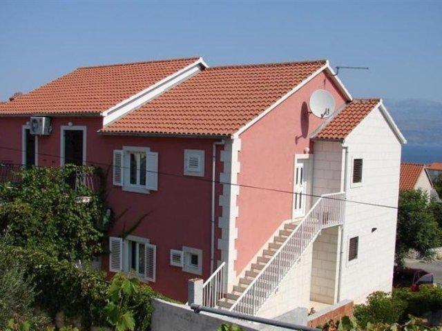 Apartmani Magda - Supetar, otok Brač AP3 (4+1)