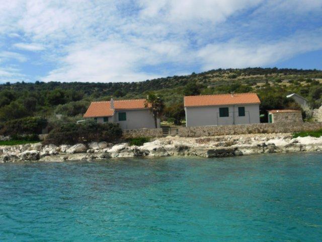 Robinzonski turizam - otok Žut (2+2)