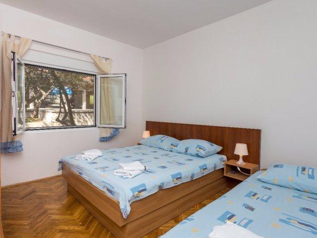 Apartmani Antea i Magdalena - Pirovac AP1 (6+0)