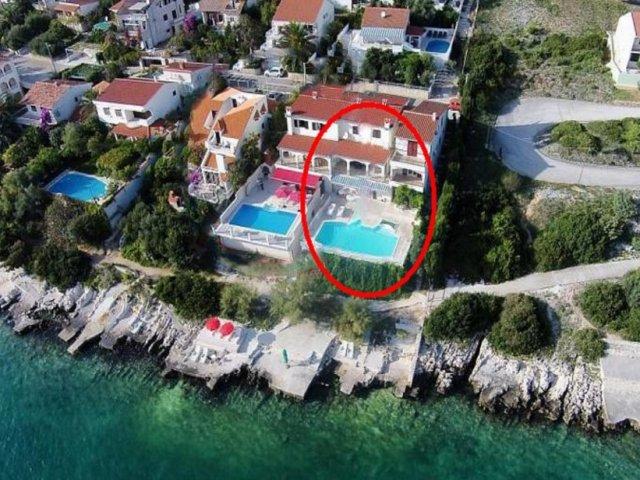 Villa Marija-apart. s bazenom uz more i naljepšim pogledom na Jadranu