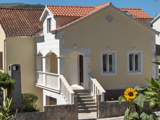 Antique apartment in Stari Grad