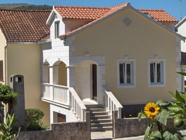 Antique apartment in Stari Grad