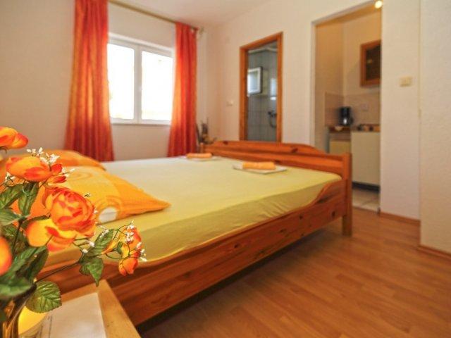 Apartmani Kalinić -  Narančasta soba (2+0)