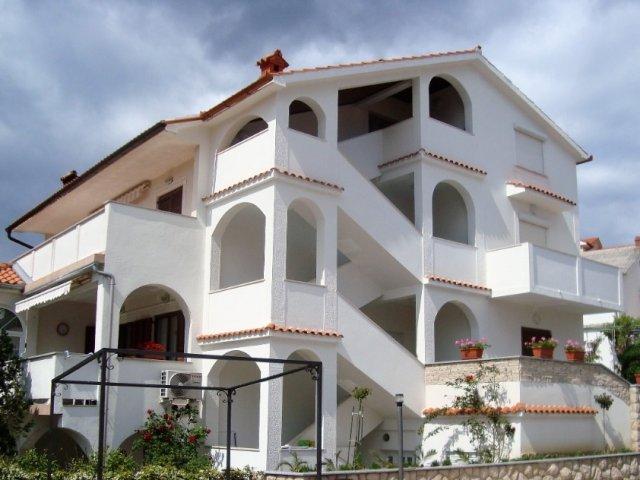 Apartmani Zora&Mirko (Lopar-San Marino-Rajska plaža) AP2 4+1