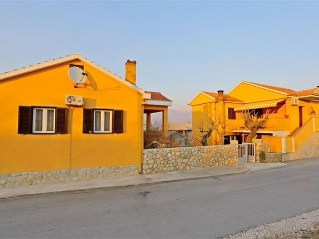 Apartmani Jure - Ražanac - Vrsi (Zadar) A2 (2+2) 57771-A2