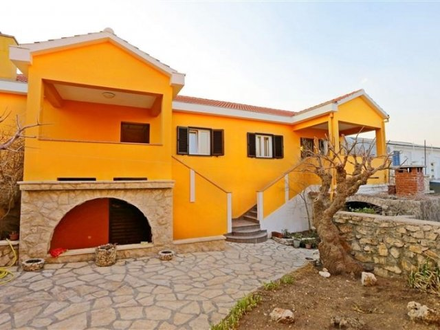 Apartmani Jure - Ražanac - Vrsi (Zadar) A1 (4+2) 57771-A1